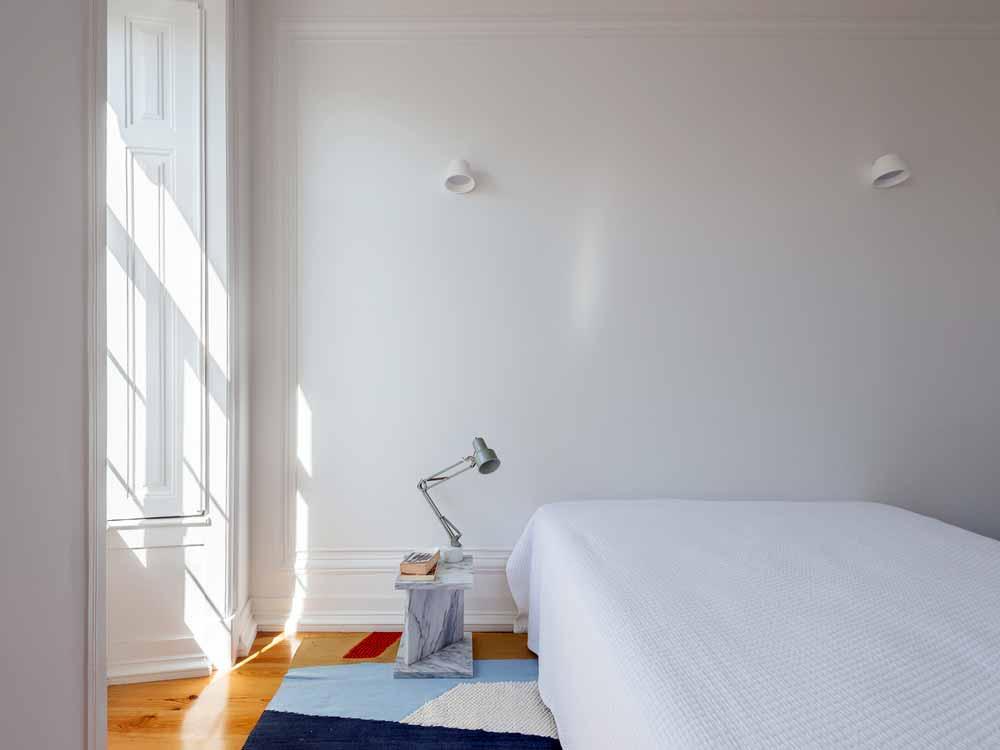 Настольная лампа в спальне, Освещение в спальне, Свет спальня, Атмосфера спальня